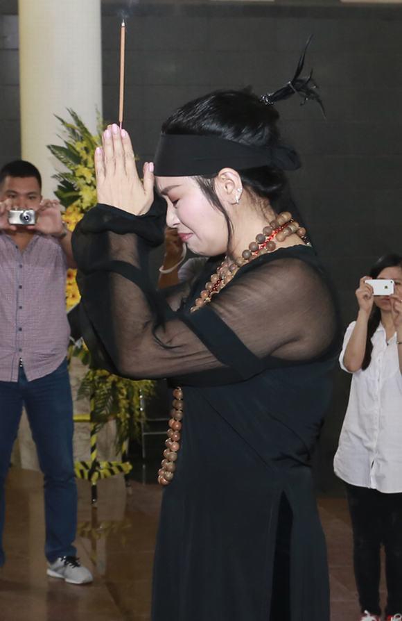 Thanh Lam nức nở, khóc cạn nước mắt trong lễ tang cha  13
