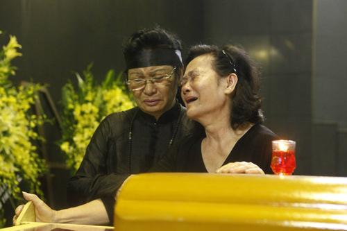 Thanh Lam nức nở, khóc cạn nước mắt trong lễ tang cha  12