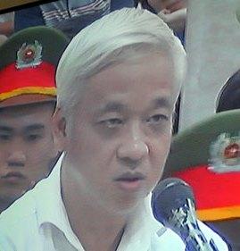 Bầu Kiên 'xin' đọc đơn kêu oan trước tòa 5