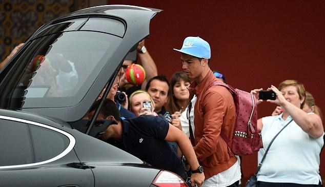 Ronaldo dính chấn thương mới, Bồ Đào Nha 'sốt xình xịch' 6