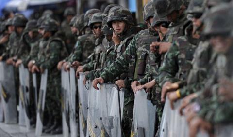 Chống biểu tình, hàng nghìn binh sỹ bao vây đường phố Thái Lan 6