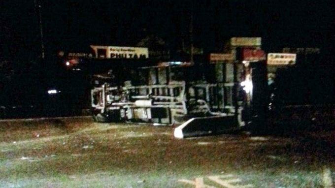 Xe đặc chủng công an đâm vào dải phân cách, 1 trung sĩ bị thương 6