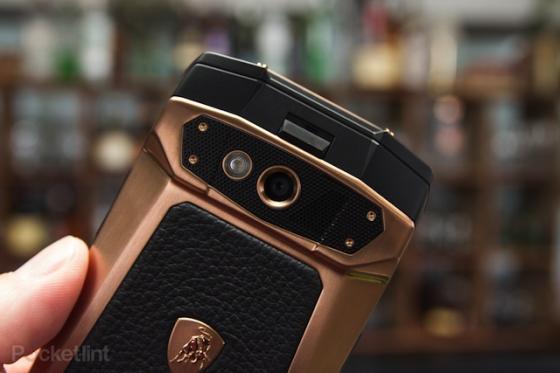 Lóa mắt với smartphone Lamborghini giá gần 100 triệu đồng 9