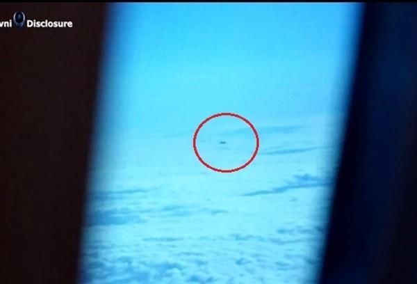 Vật thể nghi đĩa bay của người ngoài hành tinh xuất hiện ở London 7