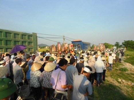 Hàng trăm người dân rơi lệ trong đám tang vợ chồng chủ hiệu cầm đồ 5