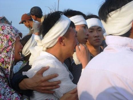 Hàng trăm người dân rơi lệ trong đám tang vợ chồng chủ hiệu cầm đồ 7