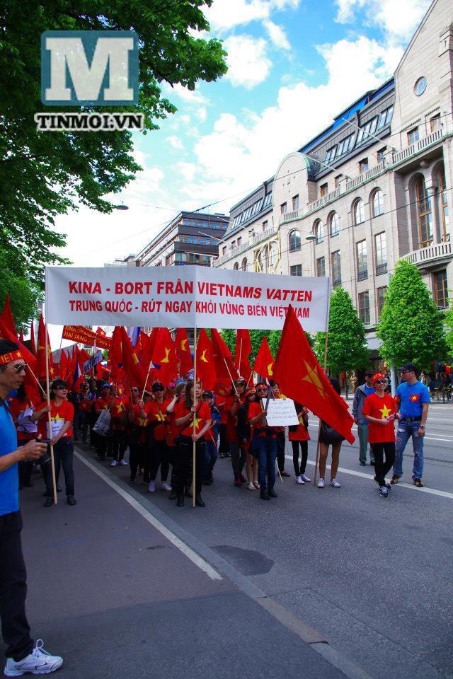 Người Việt tại Thụy Điển tuần hành phản đối Trung Quốc hạ đặt giàn khoan trái phép 10
