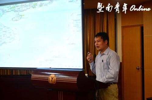 Học giả xúi Bắc Kinh