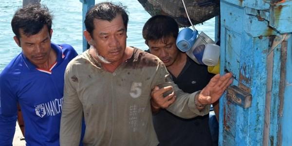 Tàu hải giám TQ phun vòi rồng, 1 ngư dân Việt Nam bị thương nặng 5