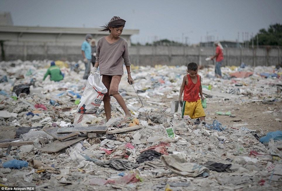Cận cảnh cuộc sống trong bãi rác khổng lồ 15