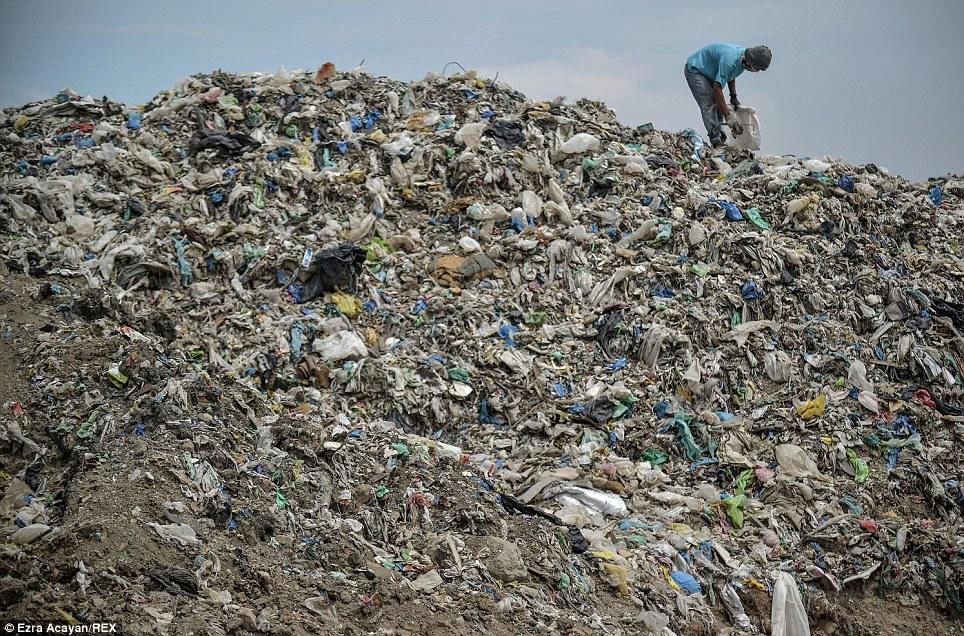Cận cảnh cuộc sống trong bãi rác khổng lồ 13