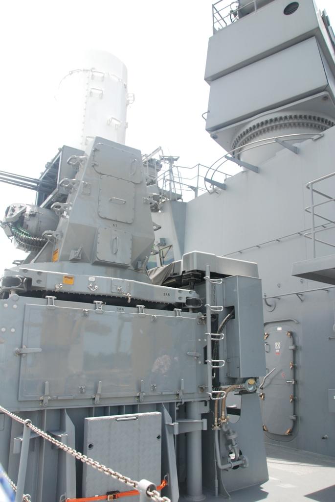 Cận cảnh sức mạnh tàu đổ bộ Nhật Bản vừa đến Đà Nẵng 11