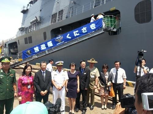 Cận cảnh sức mạnh tàu đổ bộ Nhật Bản vừa đến Đà Nẵng 5