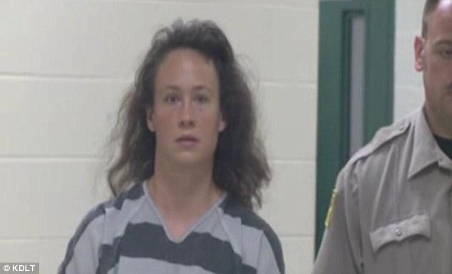 Người phụ nữ bị bạn trai bắt quả tang đang hiếp dâm 3 thiếu niên 5