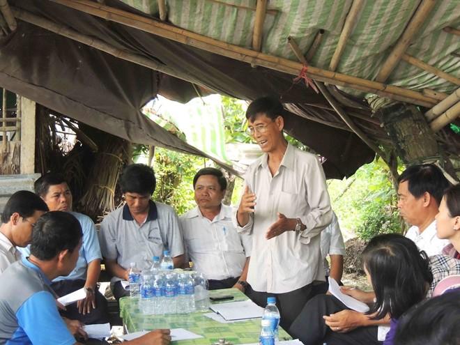 Cận cảnh hàng chục căn nhà sập xuống sông ở Hậu Giang 14