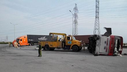 Xe Hoàng Long gặp tai nạn, 33 người bị thương 4