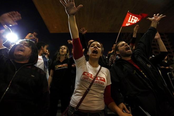 Brazil tê liệt vì bạo loạn trước ngày khai mạc World Cup 2014 10