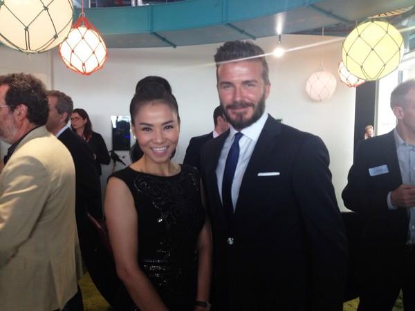 David Beckham xuống tận ghế mời Thu Minh chụp ảnh 7