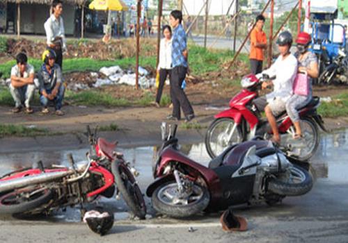 Đôi vợ chồng già dàn cảnh ăn vạ chàng trai đi xe SH giữa Sài Gòn 6