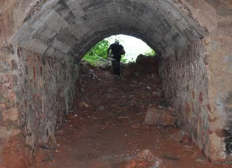 Hang đá cũ nơi hàng nghìn người chết ở Thái Nguyên 5