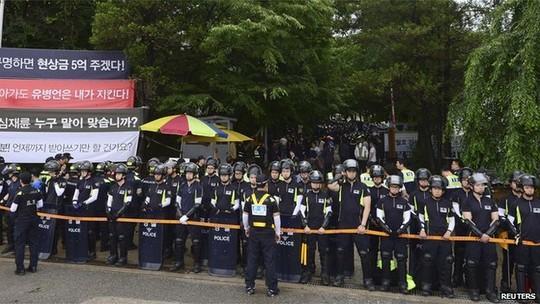 6.000 cảnh sát Hàn Quốc vây bắt tỉ phú vụ chìm phà Sewol 6