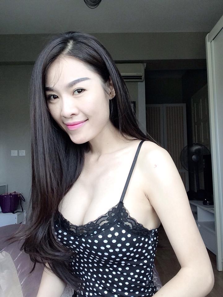 Á hậu Việt Nam Hoàn cầu 2013, Quế Vân tự tin khoe dáng trong phòng ngủ 11