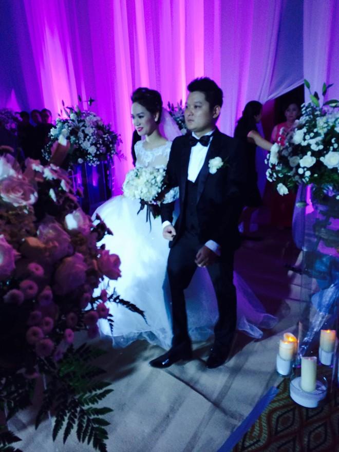 Trà My diện váy cưới lộng lẫy rạng rỡ bên chồng đại gia  20