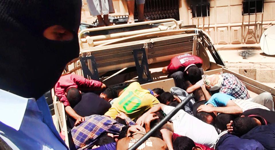 Phiến quân Iraq đăng ảnh giết người hàng loạt 10