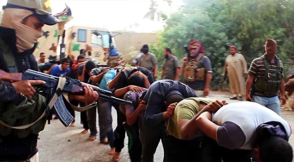 Phiến quân Iraq đăng ảnh giết người hàng loạt 11
