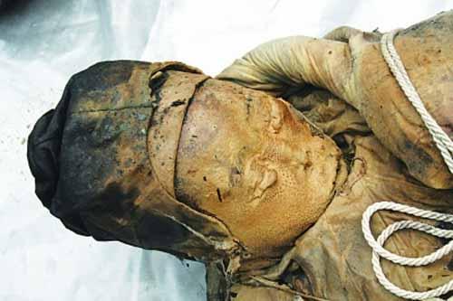 Cận cảnh xác ướp 600 năm vẫn còn nguyên vẹn  11