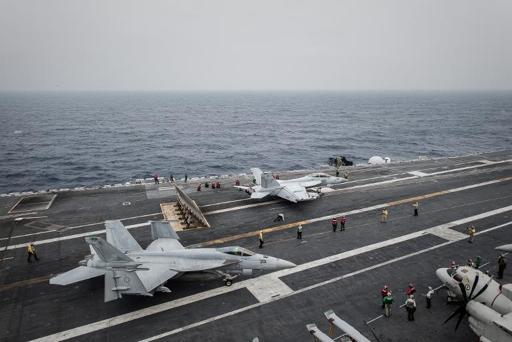 Giới chức quân sự Trung Quốc thăm tàu sân bay Mỹ 5