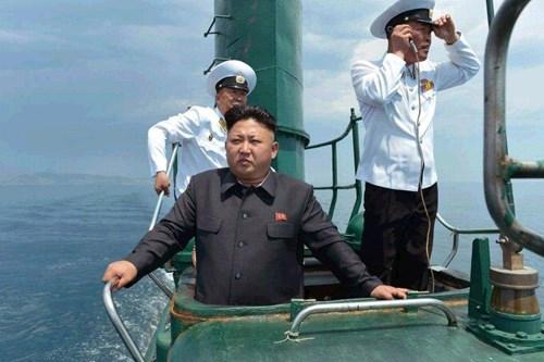 Kim Jong-un thị sát tàu ngầm rỉ sét do Trung Quốc sản xuất 7
