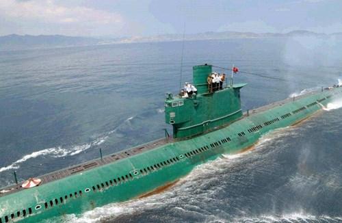 Kim Jong-un thị sát tàu ngầm rỉ sét do Trung Quốc sản xuất 8
