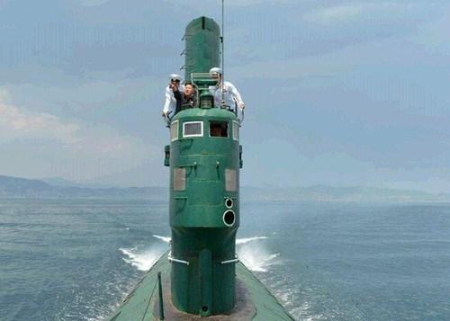 Kim Jong-un thị sát tàu ngầm rỉ sét do Trung Quốc sản xuất 10