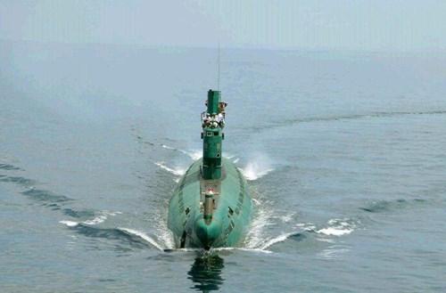Kim Jong-un thị sát tàu ngầm rỉ sét do Trung Quốc sản xuất 9
