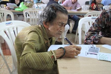 Bà cụ 99 tuổi quyết tâm đỗ tốt nghiệp THCS 5