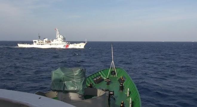 Tàu Trung Quốc tăng tốc, tìm cách đâm, húc tàu Việt Nam 6