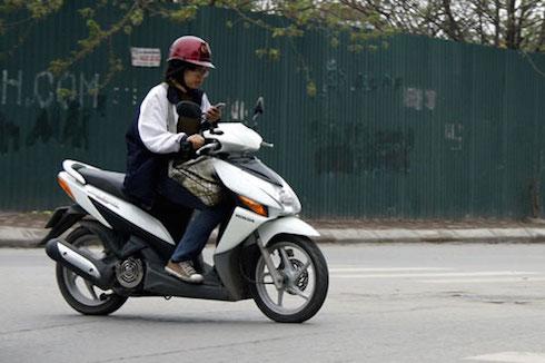 Phụ nữ và những lỗi sai khi dùng xe máy 6