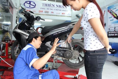 Phụ nữ và những lỗi sai khi dùng xe máy 10