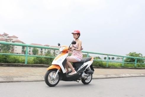 Phụ nữ và những lỗi sai khi dùng xe máy 5
