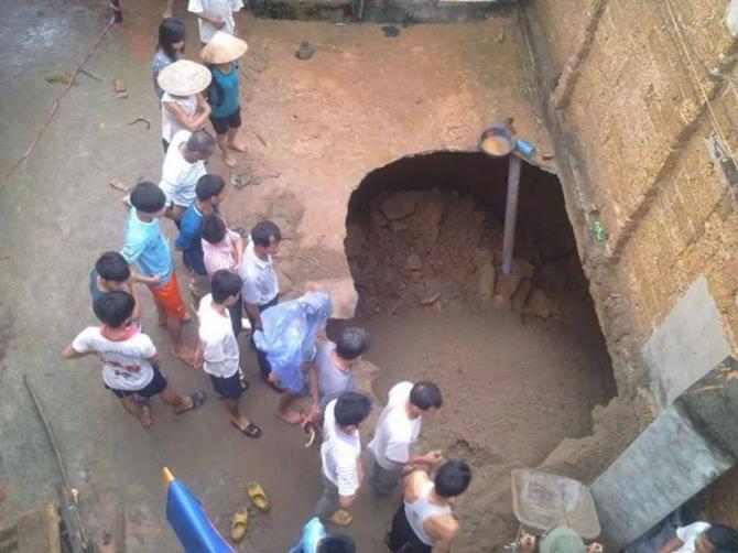 Hà Nội: Kinh ngạc phát hiện 'hố tử thần' ngay trong sân nhà 5
