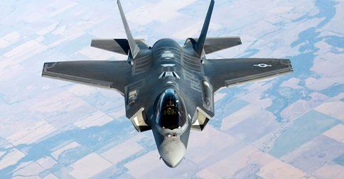 Chiến đấu cơ tàng hình F-35 của Mỹ đột ngột bốc cháy khi đang cất cánh 4