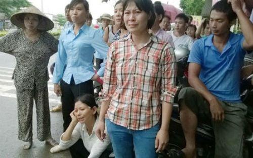 Hình ảnh đau lòng trong đám tang cháu bé bị mẹ sát hại để trả thù chồng - ảnh 3