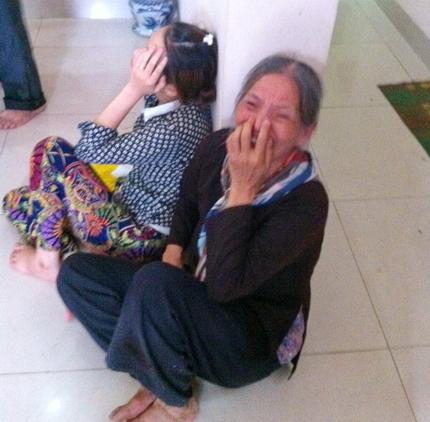 Hình ảnh đau lòng trong đám tang cháu bé bị mẹ sát hại để trả thù chồng 8