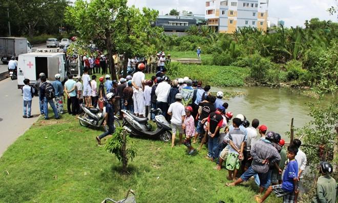 Phát hiện thi thể một phụ nữ dưới kênh ở Sài Gòn 6