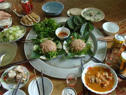 Thái Bình: Cả làng ăn cỗ thịt sống 1