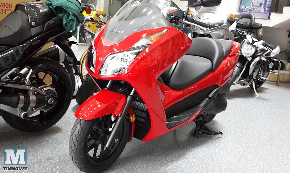 Soi Honda Forza 300 2014 đầu tiên tại Hà Nội 6