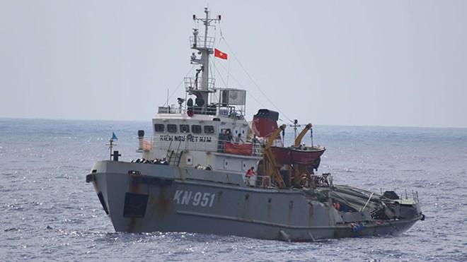 Tàu TQ đâm tàu Kiểm Ngư 951 biến dạng, vu cáo và đe dọa hòa bình 6
