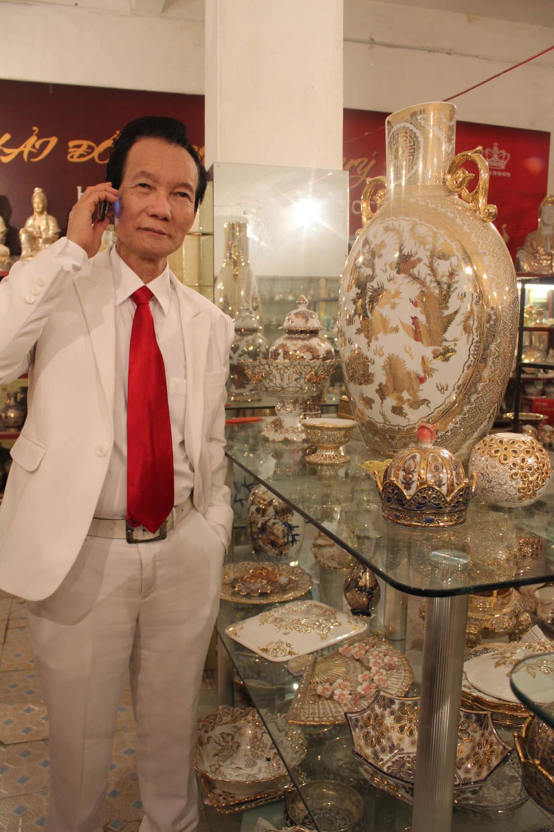 Người từng nhặt lông vịt để bán sở hữu 2 tấn vàng 6