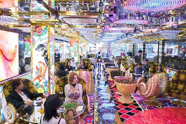Nhà hàng có dàn nữ vũ công sexy giữa phố đèn đỏ Tokyo 7